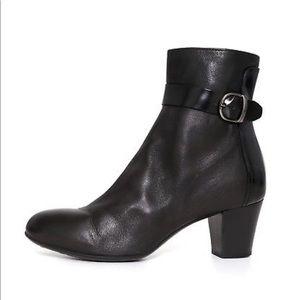 Attilio Giusti Leombruni City Leather Ankle Bootie